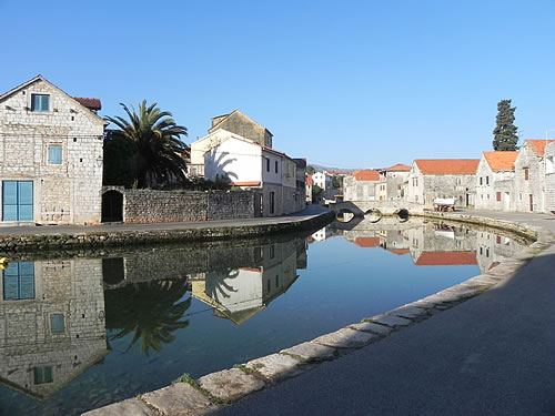 Vrboska upper harbour and bri