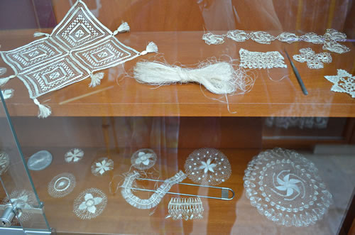 More examples of the different lacework