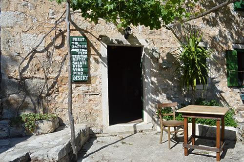 Stori Komin entrance