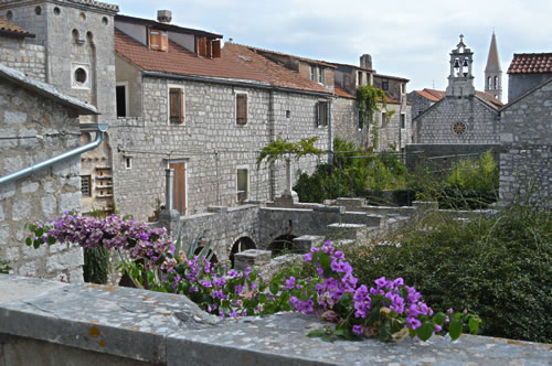 Tuesday morning - Tvrdalj in Stari Grad