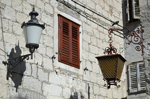 Street lamps in Veli Varoš