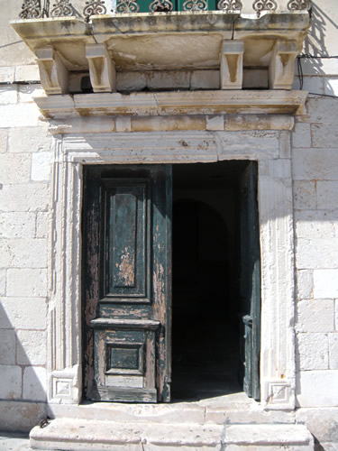 Massive wooden door, Hvar