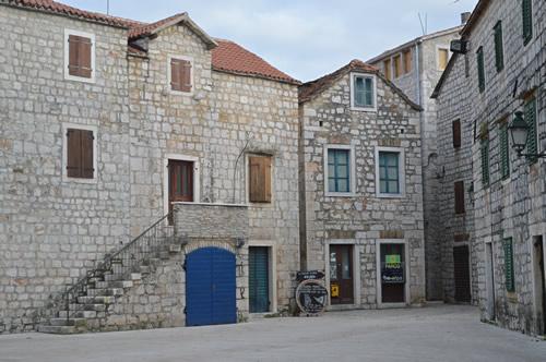 Doors in Stari Grad