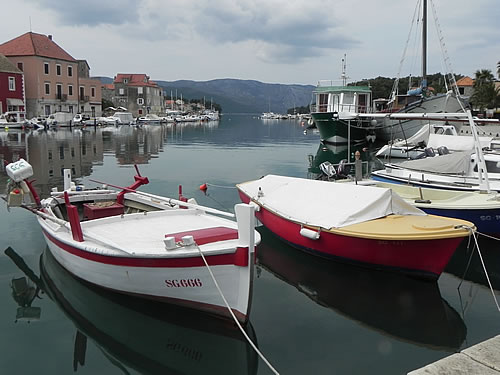 Red boats, Stari Grad