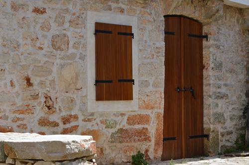 New door, Humac