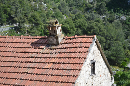 Malo Grablje roof with stylish chimney