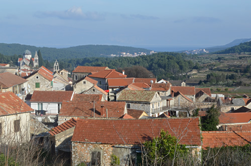 Red roofs, Svirče