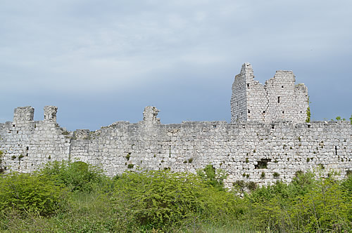 Vrana castle - exterior wall
