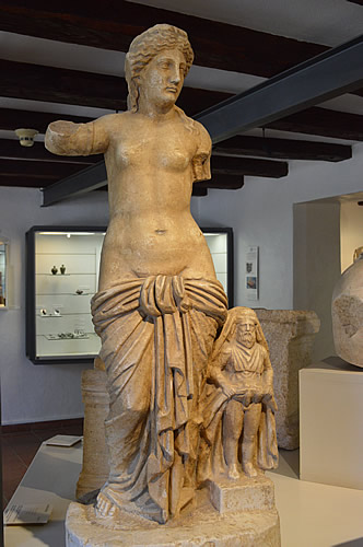 Statues of Venus and Priapus