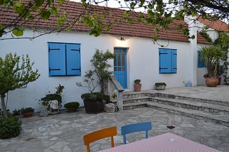 Wine-tasting courtyard