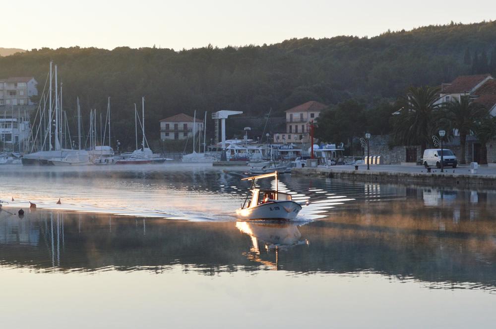 Returning fishing boat