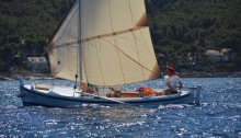 Settee sail
