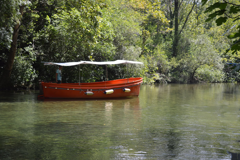 Riverboat on the Cetina