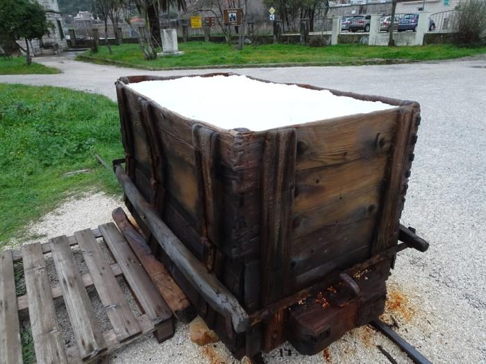 Salt cart