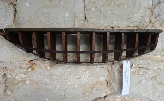 Half model of a kaić