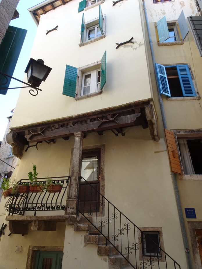 Overhang in the old town