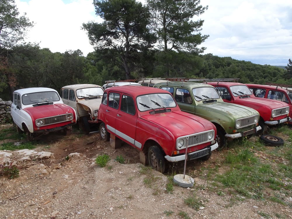 Renault 4 spare parts dept