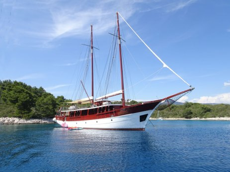 Two-masted yacht
